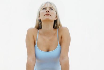 Перед тем как делать уксусное обертывание для похудения, необходимо тщательно вымыть тело с применением скраба